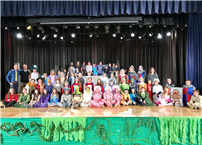 Shrek_the_Musical_Jr_Cast_Picture.jpg